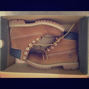 Rust Colored Women's Timberlands - size 8